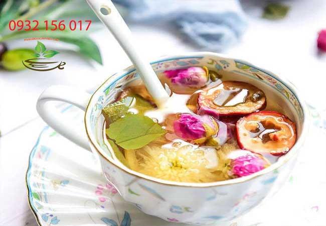 Uống trà hoa cúc có lợi sữa và tốt cho bé